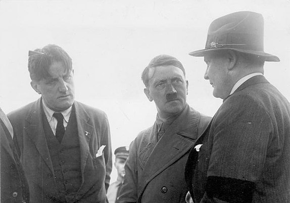 Hitler in conversation with Ernst Hanfstaengl and Hermann Goring, 21 June 1932. Bundesarchiv Bild 102-14080, Berlin, Hitler, Goring und Hanfstaengl.jpg