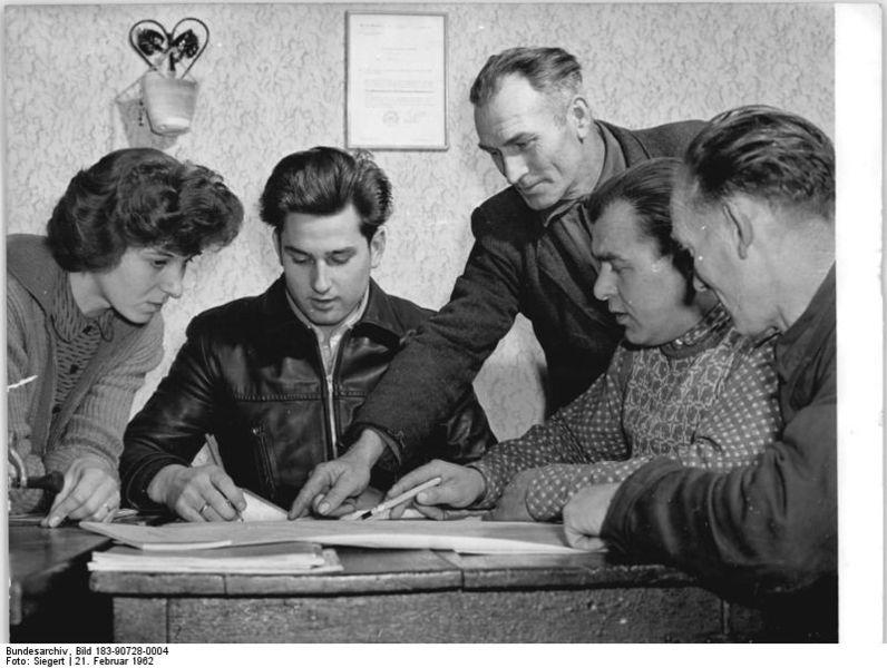 File:Bundesarchiv Bild 183-90728-0004, LPG Grödel, Flurbereinigung.jpg