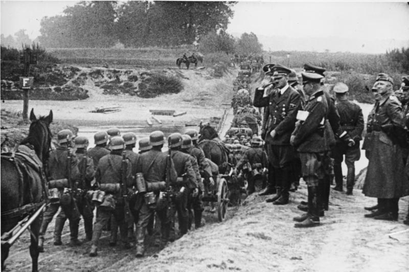 Bundesarchiv Bild 183-S55480, Polen, Parade vor Adolf Hitler
