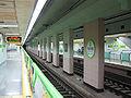 Busan-subway-212-Kyungsung-univ-Pukyong-natl-univ-station-platform.jpg