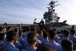 Discurso del Presidente George W. Bush a los marinos y a la nación desde la cubierta del USS Abraham Lincoln en la costa de San Diego, California. 1 de mayo de 2003.