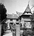 COLLECTIE TROPENMUSEUM Huize Louise een villa gebouwd in Minangkabau stijl TMnr 10017606.jpg