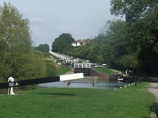Caen Hill locks from near the B3101 bridge - geograph.org.uk - 1711007