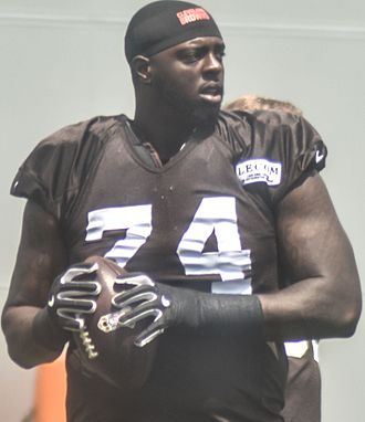 Cameron Erving - Erving in 2016 training camp.