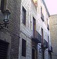Cases dels Canonges - façana esgrafiada carrer de la Pietat.jpg
