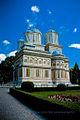 Catedrala Curtea de Arges cu cer.jpg