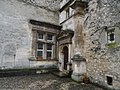 Château de Javon. Porte et fenêtre.jpg