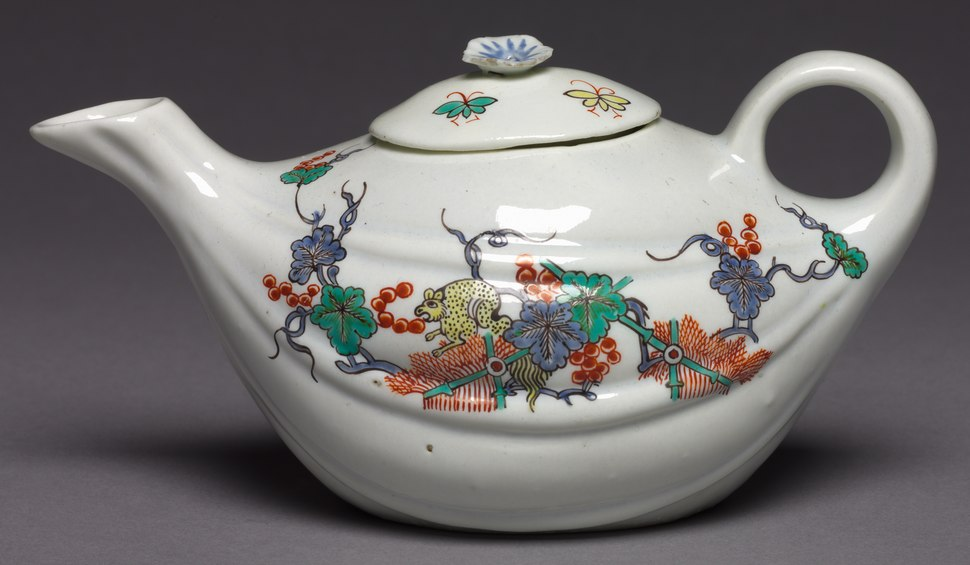 Chantilly Porcelain Factory - Teapot - 1944.228.1 - Cleveland Museum of Art (cropped)