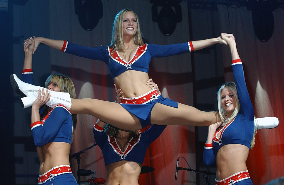 Cheerleaders from the New England Patriots (2004).JPEG