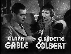 Clark Gable e Claudette Colbert in un immagine del trailer