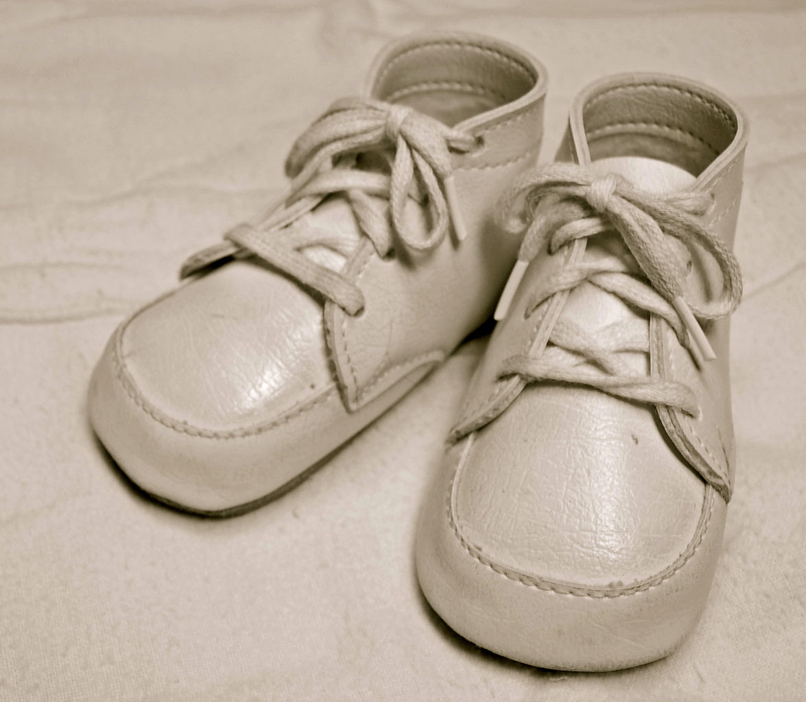 file classic baby shoes jpg wikimedia commons