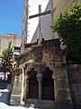Clermont-Ferrand - Chapelle et croix sur le parvis de la basilique ND du Port (juil 2020).jpg