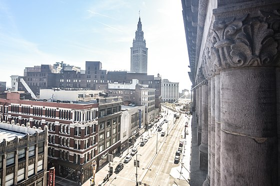 Terminal Tower and Euclid Avenue. Cleveland Skyline (26381354620).jpg