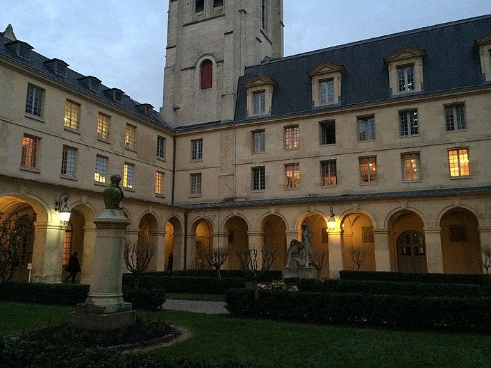 Cloître du lycée Henri IV à Paris.JPG