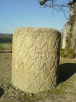 Colonne gallo-romaine de Saint-Martial-le-Mont.JPG