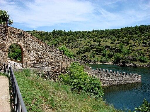 Coracha de Buitrago sobre el río Lozoya