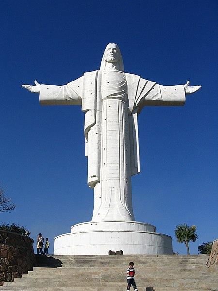 File:Cristo de la Concordia 02.jpg