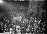 Crowds at Cunard pier awaiting Titanic survivors.jpg