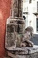 DSC 7001 Piazza Vittorio Emanuele, manufatto in pietra.jpg