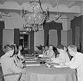 De koningin presideert in het gouvernementshuis de raad van ministers, Bestanddeelnr 252-4496.jpg