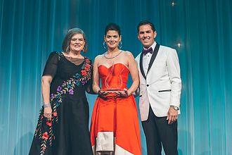 Black Tie Dinner - Debra Messing receiving the Media Award at the 2017 Black Tie Dinner