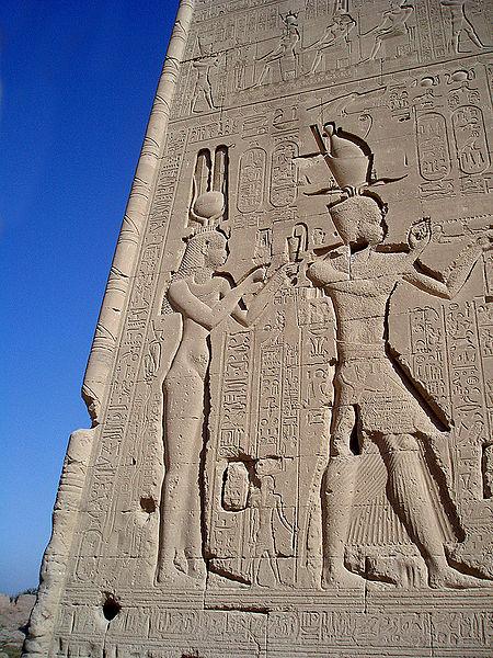 Archivo:Dendera Cesarion.jpg