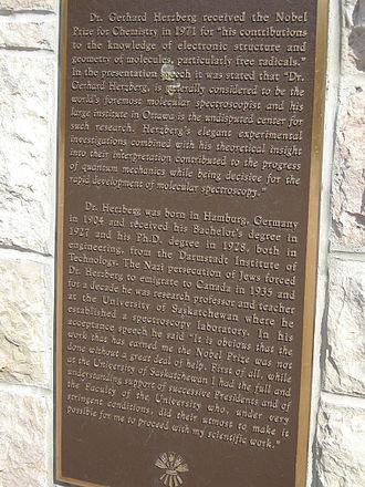Gerhard Herzberg - Commemorative plaque at College Building, University of Saskatchewan