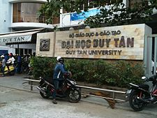 Duy Tan sign and entrance.JPG