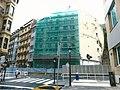 Easo kaleko etxe bat eraitsi aurretik - Edificio de la calle Easo antes de derribarlo. (23722650542).jpg