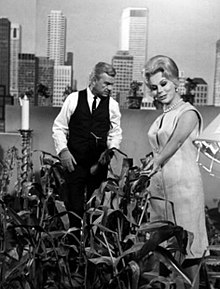 Eddie Albert (left) and Eva Gabor (right).