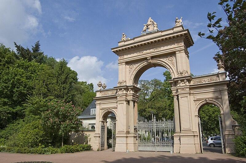 File:Eingangstor Bürgerpark Berlin-Pankow.jpg