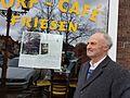 Eisbaer44; Reinhard Finck, Moers, vor seiner Lesung im Dorfcafé Friesen in Moers-Repelen.jpg
