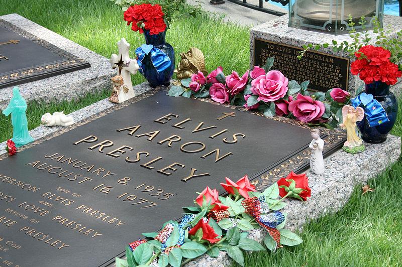 File:Elvis Presley's Grave.jpg