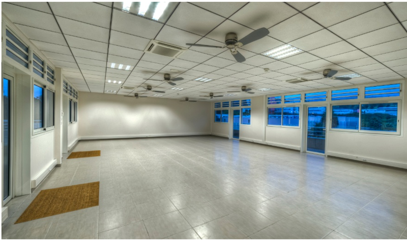 800px-Empty_room_of_the_Groupe_Omicrone.png