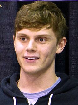 Evan Peters augusti 2014.