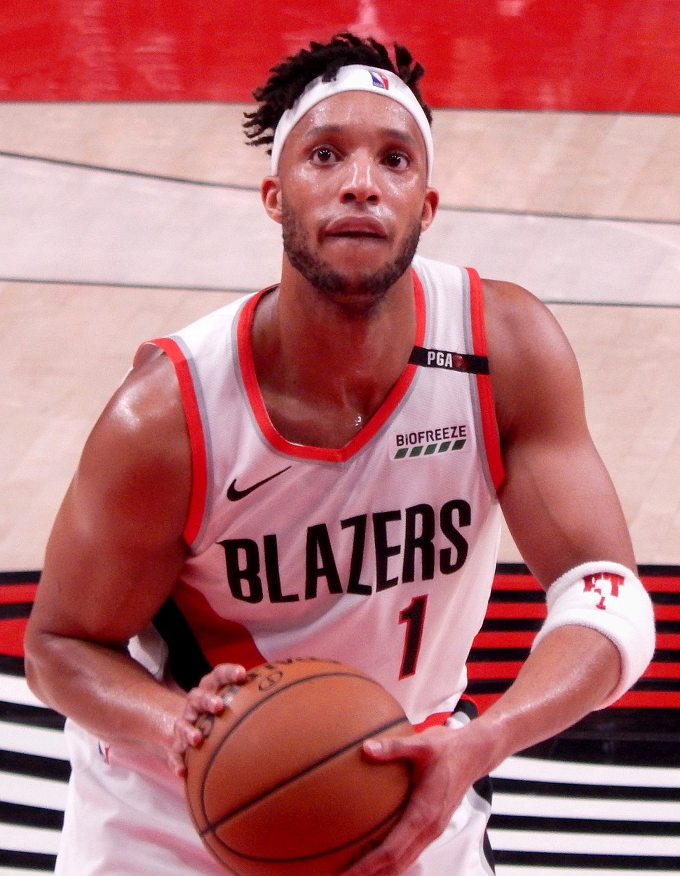 Evan Turner against the Cleveland Cavaliers (cropped)