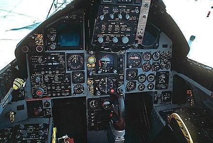 Vette beelden uit cockpit van F16 die laag over Groenland