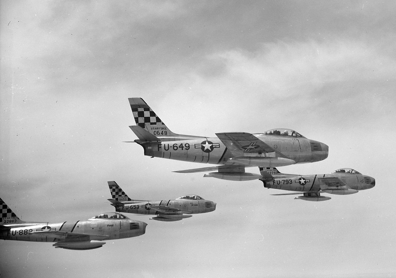 F-86Es 51FIW Korea 1952.jpg