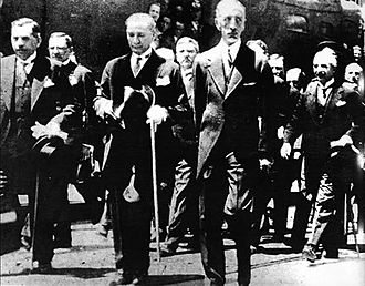 Faisal I of Iraq - Faisal and Mustafa Kemal during a visit to Turkey.