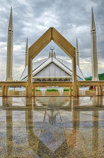 Faisal Mosque, built in 1986 by Turkish architect Vedat Dalokay on behalf of King Faisal bin Abdul-Aziz of Saudi Arabia Faisal Masjid.jpg