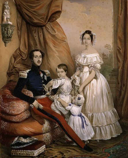 445px-Ferdinand_Philippe%2C_duke_of_Orl%C3%A9ans%2C_his_wife_Helene_of_Mecklenburg-Schwerin_and_their_sons.jpg