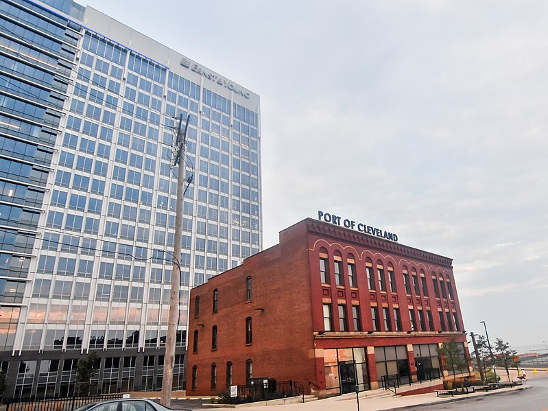 File:Flats East Bank (20831031908).jpg