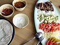 Flickr - cyclonebill - Tortillas med salsa, creme fraiche, entrecôte, løg, avocado, tomat, ost og peberfrugt.jpg
