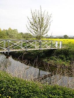 Footbridge - geograph.org.uk - 411363