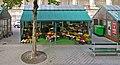 France, Paris, le marché aux fleurs à côté de léglise de la Madeleine.jpg