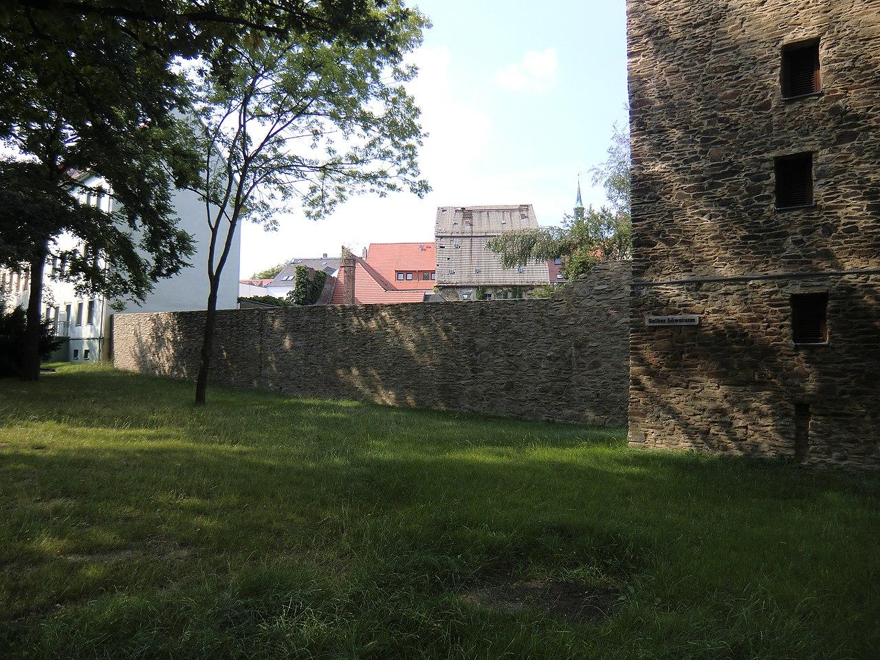 Freiberg Stadtmauer am Gelben Löwenturm.JPG