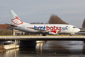 Bmibaby - Boeing 737-500 taxiing in 2009
