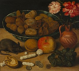 Stilleven met vaas bloemen, noten, vruchten en muis