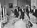 Galadiner in de Ambassade van Oostenrijk koningin Juliana, prinses Beatrix en p, Bestanddeelnr 912-4937.jpg