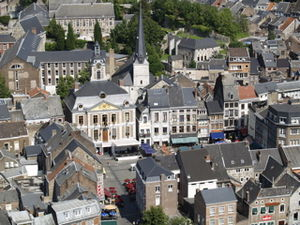 Photo de la grande place de la ville de Huy